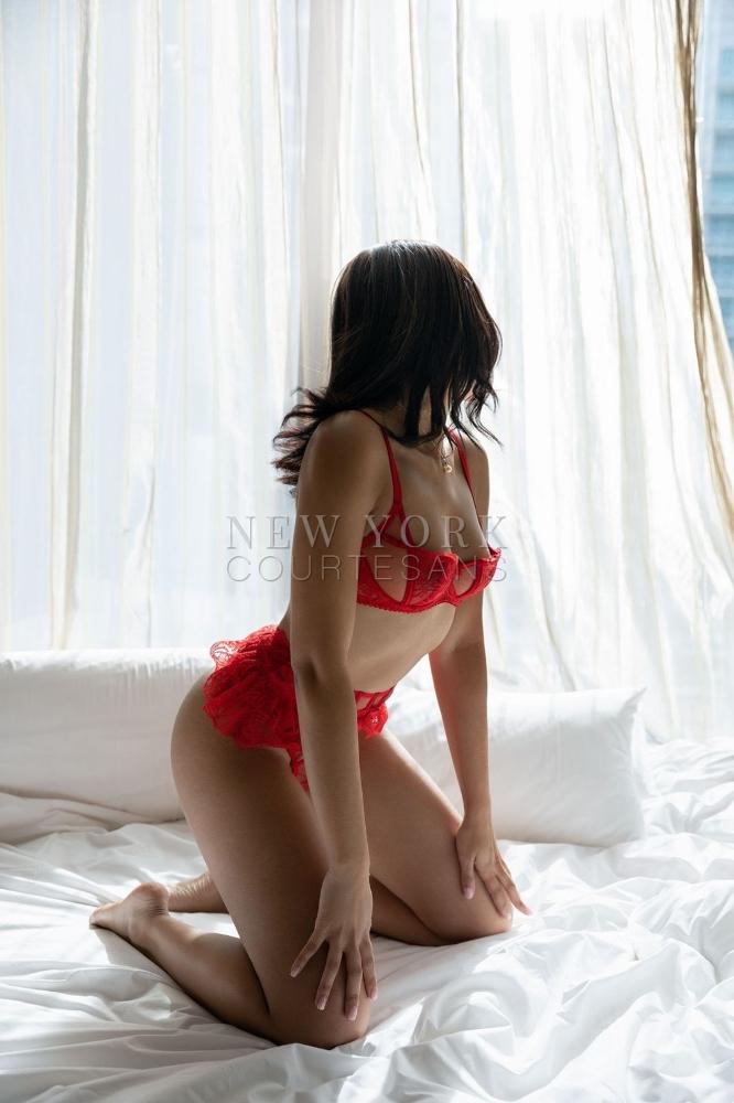 Petite escort NYC Diana Cruz