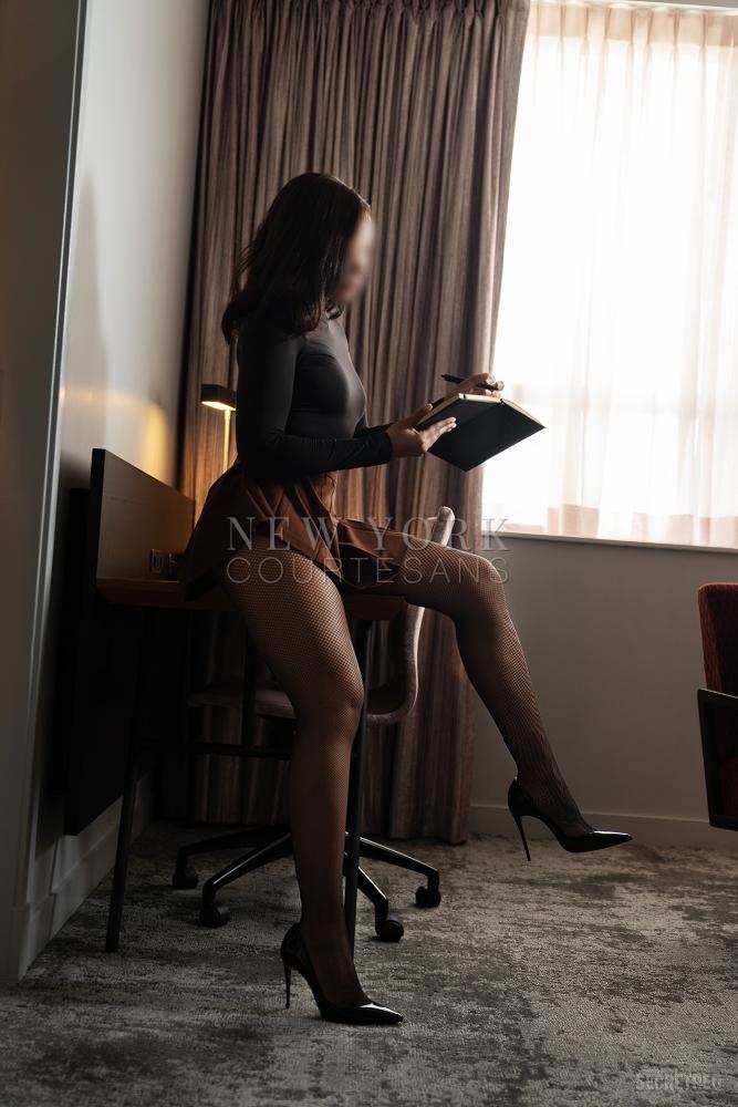 Sexy cultivated escort NYC Diana Cruz